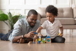 Spelen om de ontwikkeling van uw kind te stimuleren